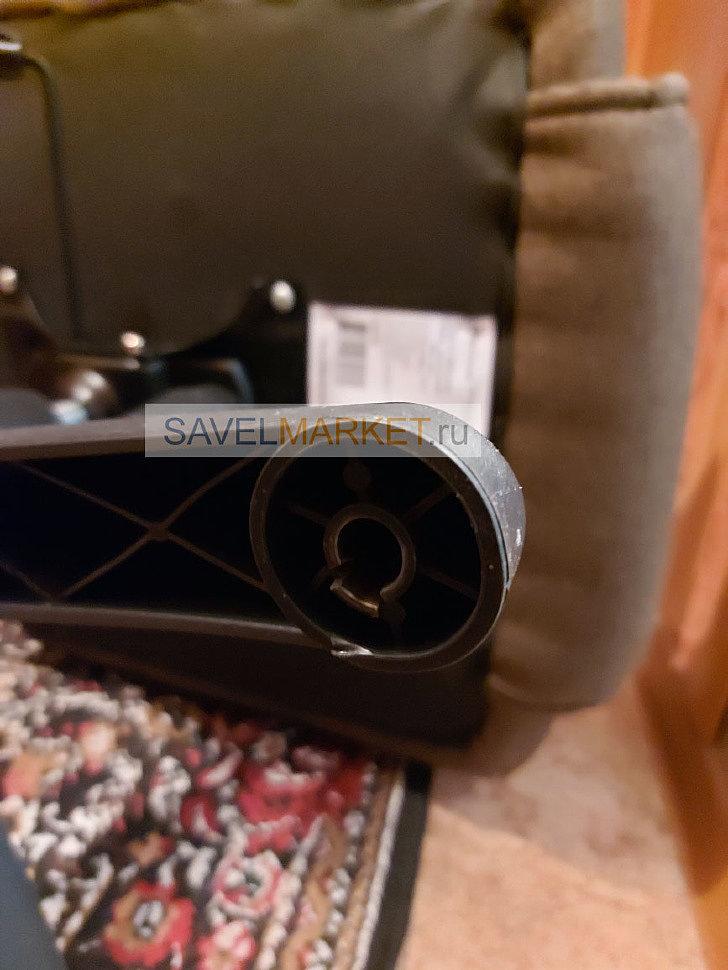 Savelmarket - Поступила заявка на ремонт тканевого компьютерного кресла с выездом на дом в Москве. У кресла в пластиковой крестовине начали ломаться пазы для крепления колес.