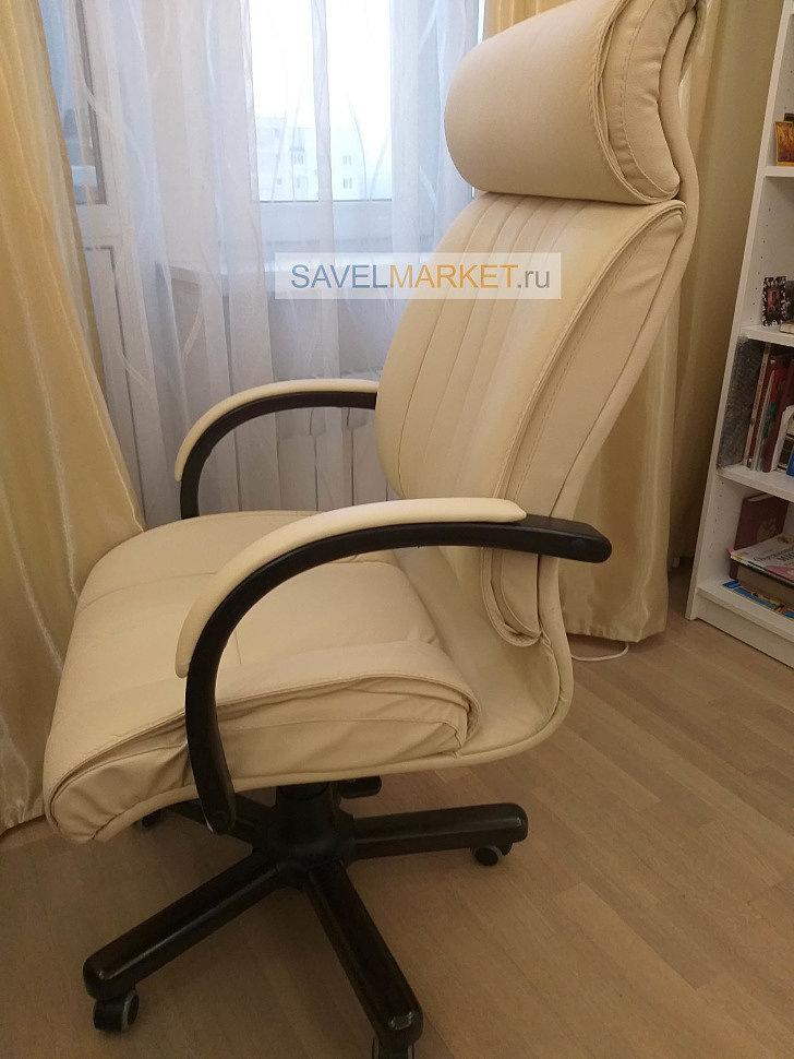 Оператор Savelmarket.ru принял заявку на ремонт большого кожаного компьютерного кресла бежевого цвета с деревянными элементами. На кресле сломался газлифт и механизм качания G003 Топ-ган.