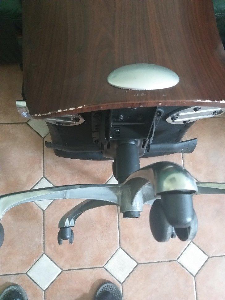 На компьютерном кресле просел газлифт, ремонт