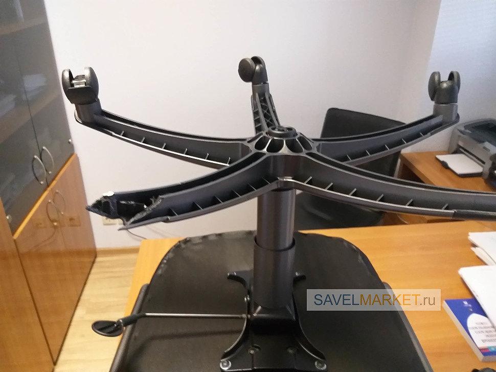 Ремонт компьютерного кресла оператор Savelmarket.ru принял заявку на ремонт компьютерного кресла ch-879 известного производителя Бюрократ в офисе в г.Москва. На крестовине отломился отломился один из лучей.