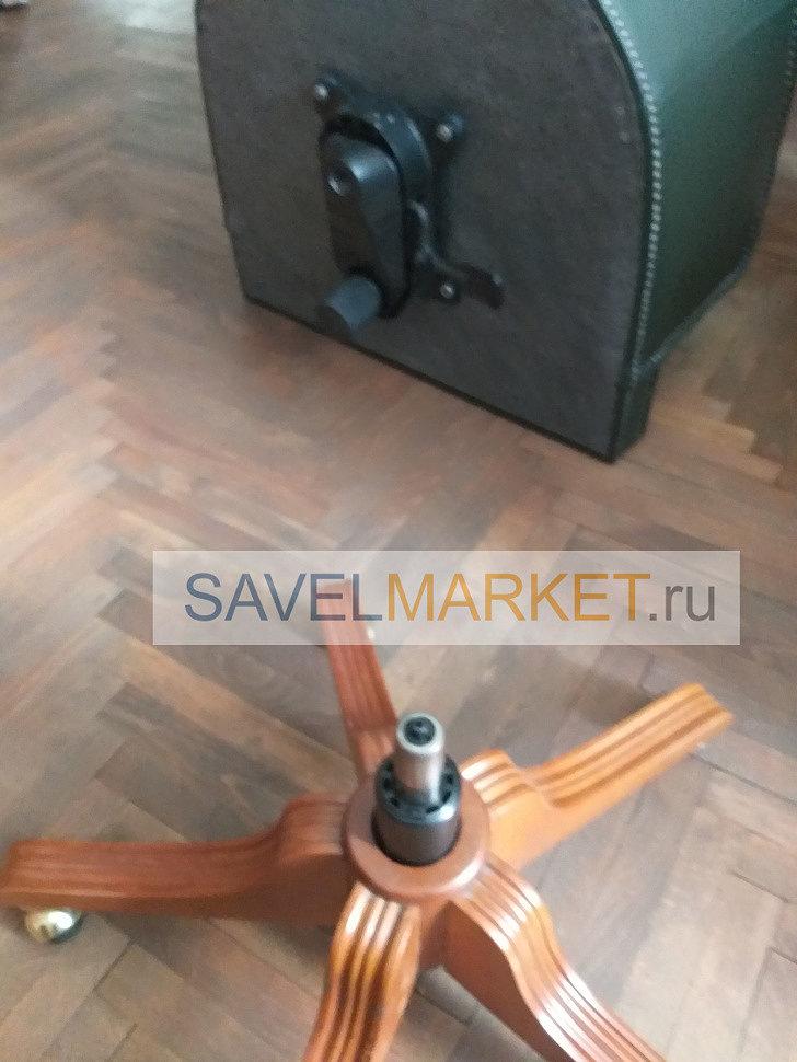 Мастер Savelmarket установил новый газлифт Stabilus Германия на кресло