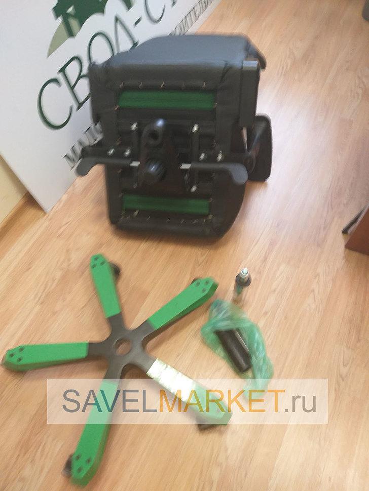 Мастер Савелмаркет демонтировал на кресле поломанный газлифт