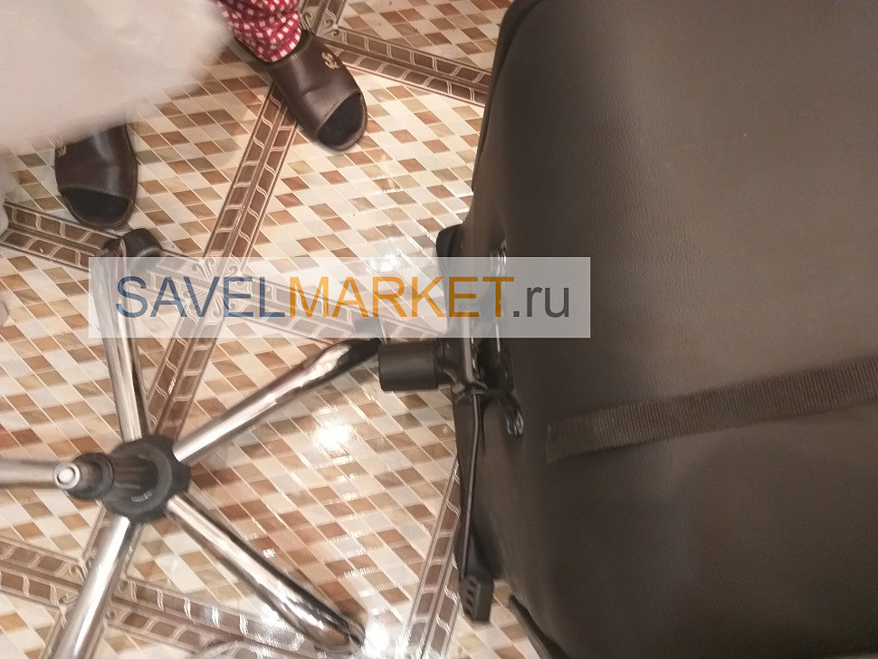 Мастер Савелмаркет демонтировал газлифт на компьютерном кресле