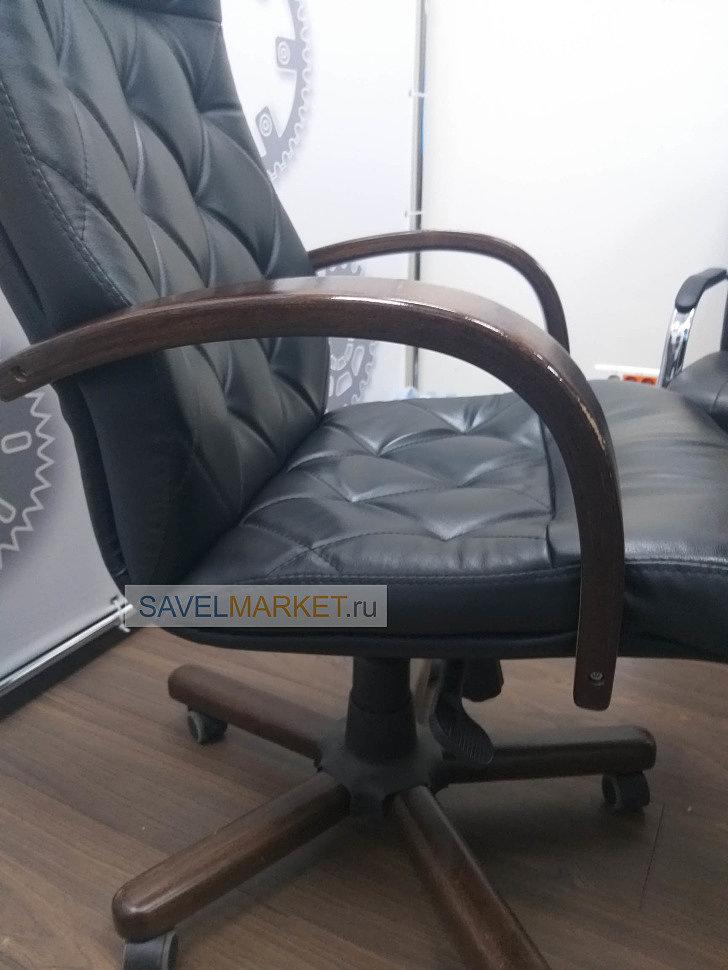 Кожаное кресло с деревянными подлокотниками, деревянной крестовиной, ремонт