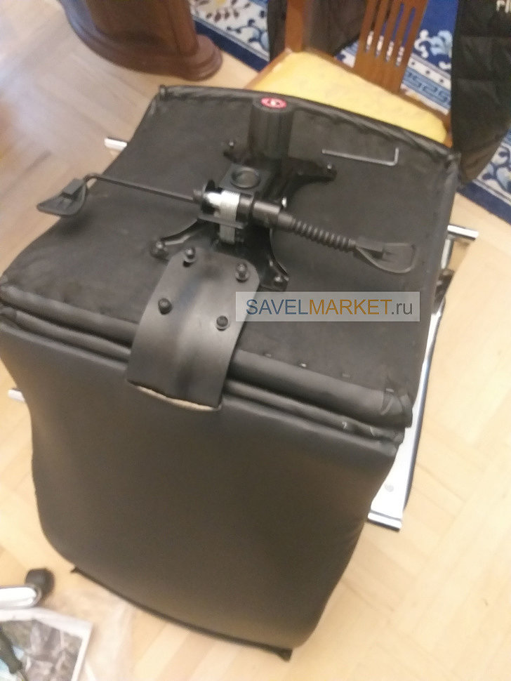 Оператор Savelmarket.ru принял заявку на ремонт большого кожаного компьютерного кресла черного цвета